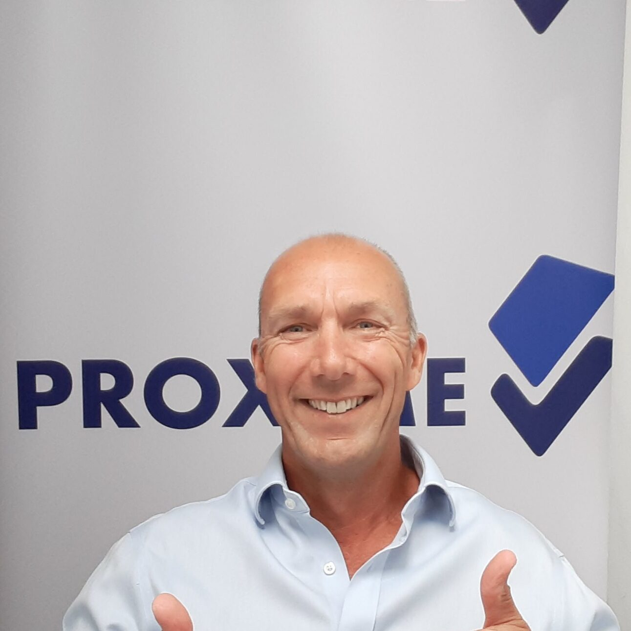 Proxime UK Thumbs up photo